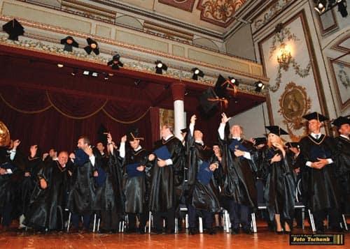 Master Abschluss Vergabe der MBA Urkunden