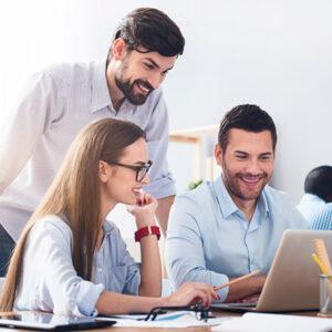 Business Meeting mit drei Leuten