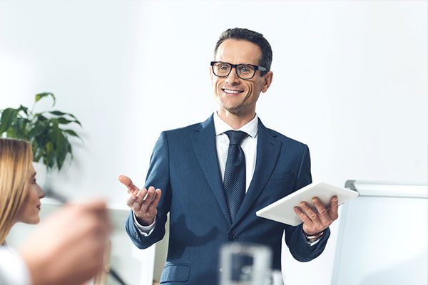 Mann leitet Business Meeting